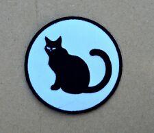 patch, écusson fond blanc 9cm chat noir brodé , thermocollant