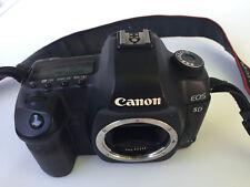 Cámara reflex Canon eos 5D mark II Cuerpo con cargador original y una batería.