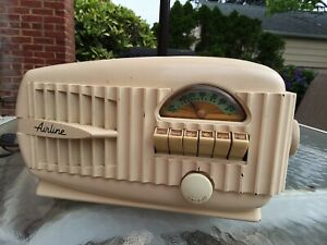 Wards Airline Bakelite radio