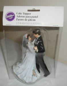 2010 Wilton WEDDING CAKE TOPPER 202-411  FIRST DANCE WEDDING COUPLE  NIP