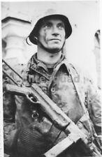 WW2 Photo German Soldier with MP 40 Machine Gun 1941 WWII 152