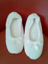 LADIES BATHROOM SLIPPERS  WHITE  SIZE 7.5 - 8
