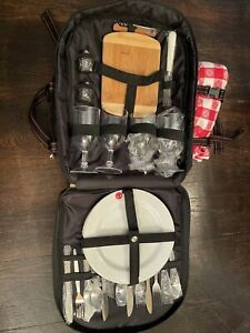 Herman Miller Picnic at Ascot Backpack Picnic 4 Place Set Insulated