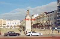 PHOTO  SUSSEX 1988 BRIGHTON REGENCY SQUARE AND MEMORIAL TO ROYAL SUSSEX REGT. IN