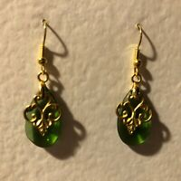 PRETTY GREEN GLASS GOLD COLOUR BRASS FILIGREE VICTORIAN STYLE EARRINGS 4cm hook