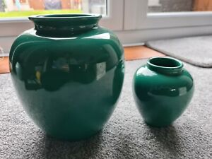 Sia Collection simple green vases x 2