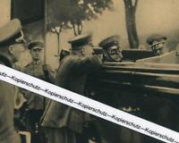 Oskar von Hindenburg mit seinem Vaterdem Reichspräsident um 1930       A 21-21