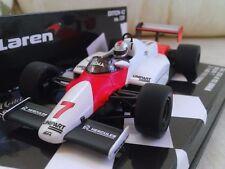 Voiture de courses miniatures orange pour McLaren