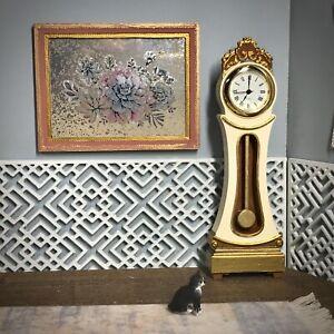 1:16 Dollhouse Swedish Mora longcase working clock Cream - Lundby scale