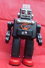 Grand ROBOT SMOKING SPACEMAN. Hauteur 30 cm. Tôle sérigraphiée. TR2011