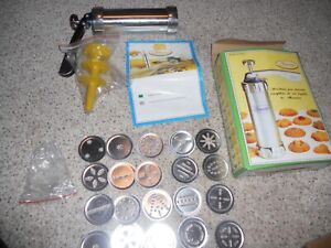Vintage Biscuits Cookie Press Gun and 20 Die Plates