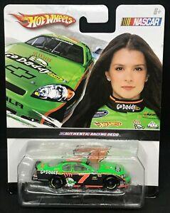 NEW Mint Danica Patrick #7 GoDaddy 2010 Hot Wheels 1/64 Car NASCAR GM IMPALA BIN