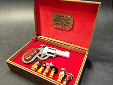 Who Framed Roger Rabbit Pistol Set Prop/Replica -Pistol, Bullets & Display Case