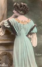 BE660 Carte Photo vintage card RPPC Femme woman femme de dos Reutlinger robe