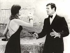 """BARBARA BACH & ROGER MOORE in """"The Spy Who Loved Me"""" Original Vintage Photo 1977"""