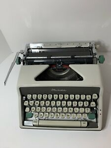 Olympia SM7 DeLuxe Typewriter with rare TECHNO Typeface/Font - Works great!