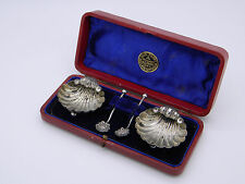 In scatola Paio Di Vittoriano in Argento Shell saliere & Cucchiai 1897 Birmingham