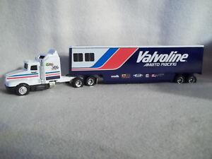 USA  Ertl Joe Amato Racing 1992 Valvoline Transporter 1:64th Scale