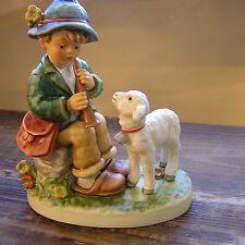Flötender Hirtenbub HUM 407, Hirte mit Schaf und Flöte, M.I. Hummel Figur