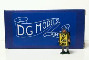 OO GAUGE 1/76 4mm 1930s BILL BOARD MAN FIGURE METAL MODEL MADE IN ENGLAND