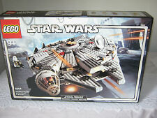 Lego Star Wars 4504 Millenium Falcon Set 2004