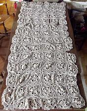 Ancien chemin de table dentelle Crochet Broderie Forme de Fleurs fait main rare