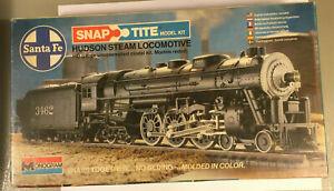 Monogram Locomotive 4-8-4 Hudson Steam SANTA FE 1:87