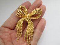 Vintage NAPIER Large Gold Tone Metal Textured Ribbon Bow Brooch Pin