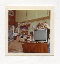 PHOTO Snapshot Couleur Homme Doigt Main Télé Télévision TV Vintage Vers 1970