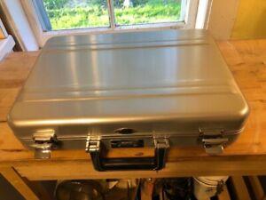 zero halliburton aluminum computer briefcase