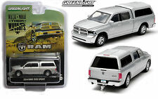 1:64 GreenLight *SILVER* 2014 DODGE RAM 1500 TRUCK w/Topper & TOW HITCH *NIP!*