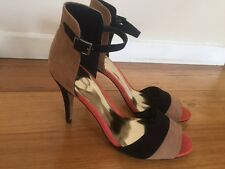 New Women's black and tan Target open toe heel, size 9.