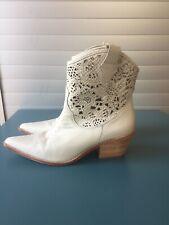 Donald J Pliner Sz 10 Cowboy Boots Cream Color