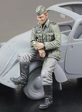 Royal Model 1/35 German Wehrmacht Citroen Driver Sitting on his Vehicle WWII 729