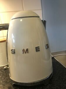 Smeg 50's Retro Style Kettle. Cream - Fully Working. Good Used condition.