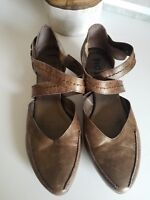 ⭐️ FIDJI Rare Adorable Low Heel Flats Ankle Strap Size 38.5 Bronze Leather⭐️