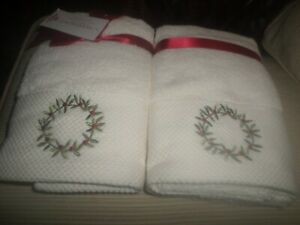 Charmont Christmas Cream Embroidered Wreath Berries Hand Towels 2) NWT
