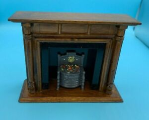 DOLLS' HOUSE MINIATURE - WOOD/WOOD EFFECT? FIREPLACE WITH OPEN FIRE