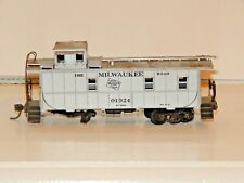 Athearn HO Milwaukee Road Standard Caboose Silver #01924 Previously Owned