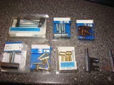 Verschiedene Einbohrbänder und Türbänder Messing, brüniert und Edelstahl Farben.
