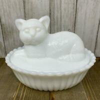 Westmoreland Vtg Milk Glass Cat On Basket Ribbed Base Kitten Nest Exc HON Style