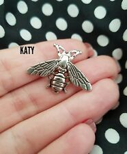 Fab Small Vintage Style Silver Tone Bee Brooch Pin Insect Badge Metal Lapel