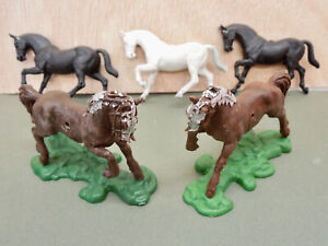 BRITAINS LTD - SWOPPET - FIVE HORSES: TWO KNIGHTS & THREE INDIANS - NO RIDERS