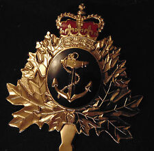 CANADA Armed Forces RCN Royal Canadian Navy enameled metal cap hat badge QC B