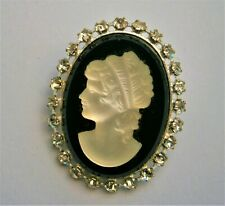 J84:) Vintage silver tone Cameo black & white glass relief lady mourning brooch
