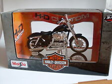 Harley Davidson Modelo, 2012 XL 1200V buzo y dos (34), Maisto Moto 1:18