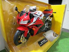 MOTO HONDA CBR 600RR rouge échelle 1/9 RASTAR 56000 moto miniature de collection