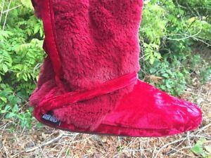 The Original MUKLUKS Muk Luks Canadian RED VELVET Strap Tie Womens Sz XL 9 / 10