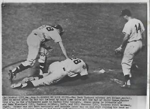Original 1960 Blanchard Ditmar Skowron NY Yankees AP Type 3 Press Wire Photo