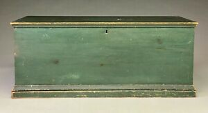 NICE EARLY AMERICAN PINE BLANKET CHEST IN GREEN PAINT.